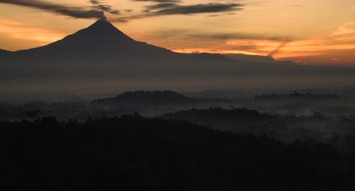 borobudur sunrise tour at setumbu hill