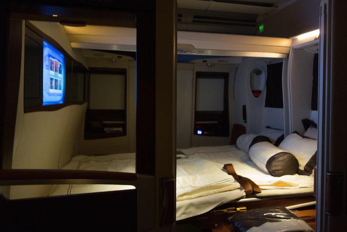 Dan inilah bentuk tempat tidur Derek selama perjalanan ek New York