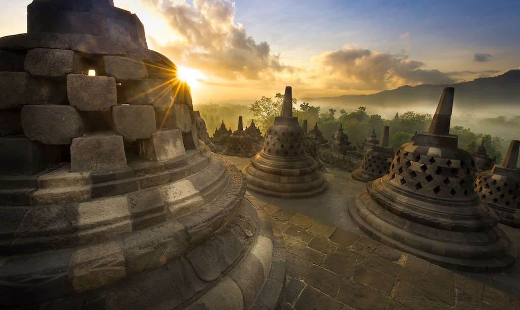 how to enjoy borobudur sunrise scene