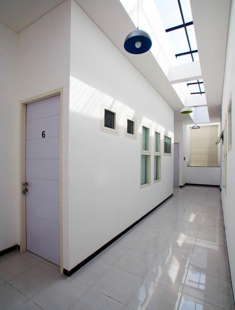 16. Koridor Kamar Kos