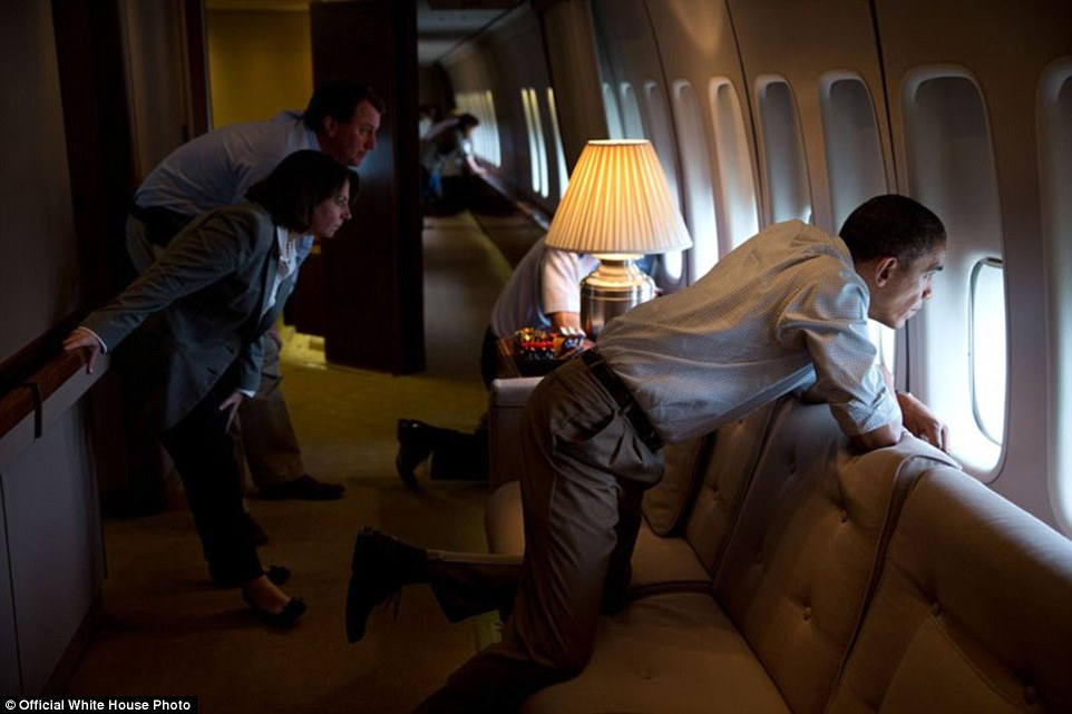 foto-obama-di-dalam-air-force-one