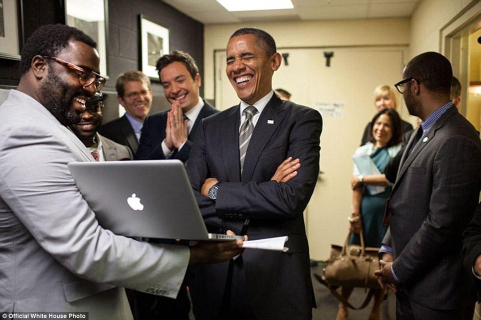 foto-obama-ketawa
