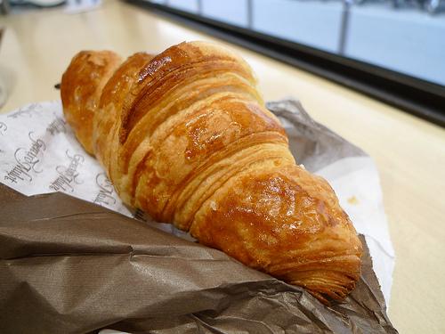 croissant makanan murah di paris