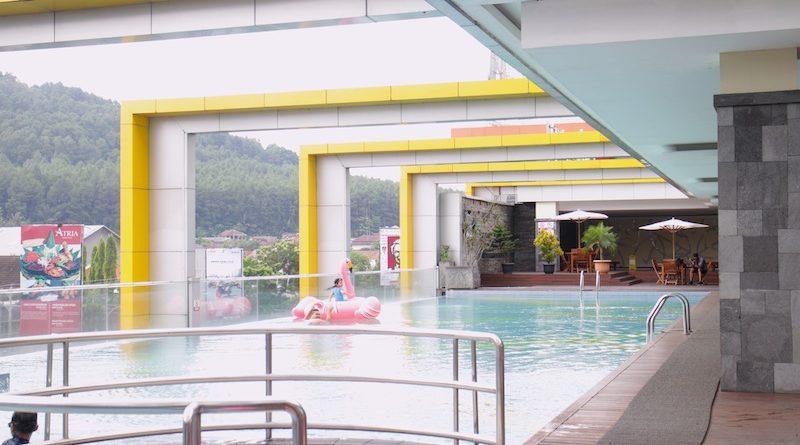 kolam renang di grand artos magelang