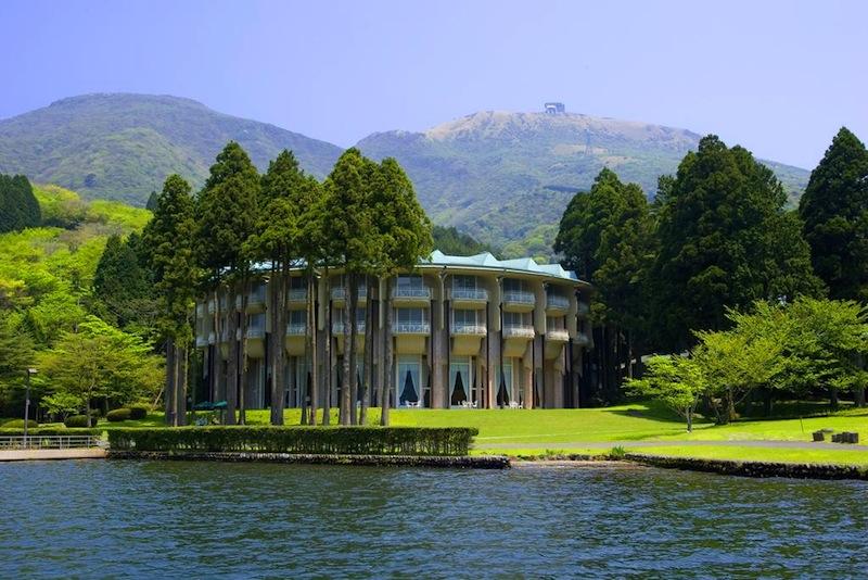 luxury hotel in lake ashinoko